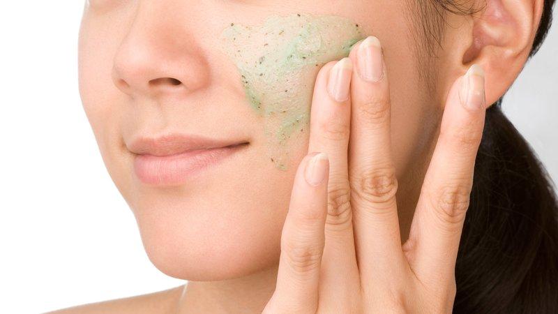 Da nhạy cảm thì có nên tẩy da chết hay không?