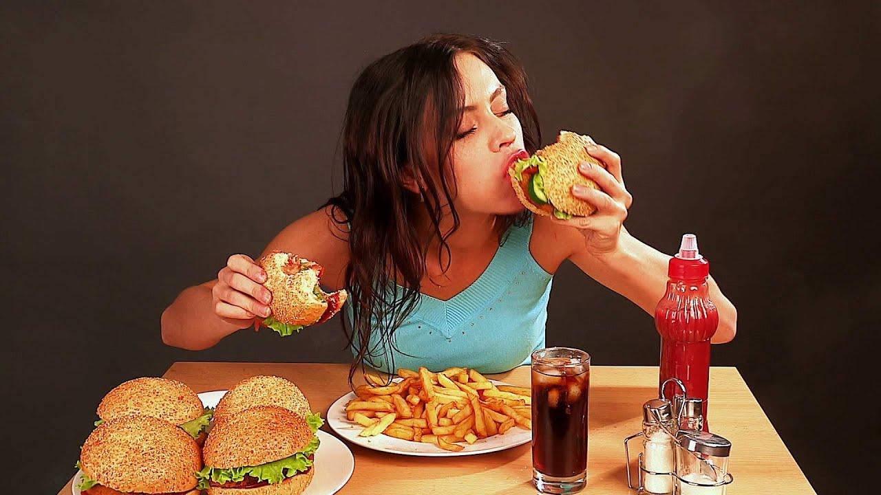 Bảng danh sách những thực phẩm có thể gây mụn.